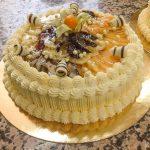 Торта с ванилов крем и пресни плодове