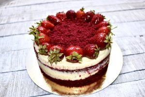 Торта червено кадифе с пресни ягоди