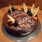Шоколадова торта с кандирани смокини и бадеми