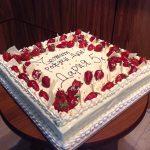 Трета за рожден ден, крем маскарпоне с пресни ягоди, глазура бял шоколад